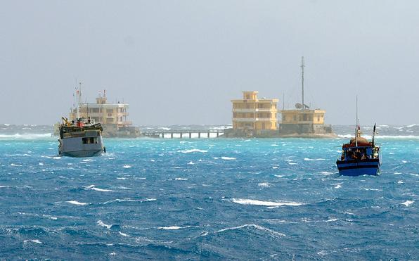 越南正在南沙群岛开发暗礁和人工岛.